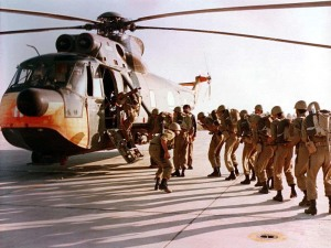Iranian_Soldiers_boarding_a_SH-3_Sea_King